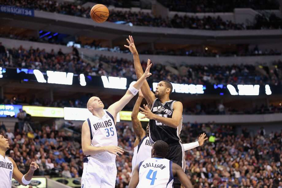 Tim Duncan (21) of the Spurs takes a shot against Chris Kaman (35) of the Mavericks on Sunday in Dallas. Photo: Ronald Martinez, Getty Images / 2012 Getty Images