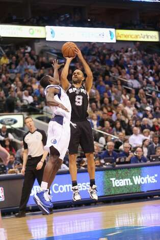 Tony Parker (9) of the Spurs takes a shot against Darren Collison (4) of the Mavericks on Sunday in Dallas. Photo: Ronald Martinez, Getty Images / 2012 Getty Images