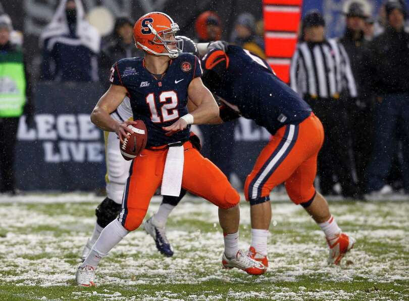 NEW YORK, NY - DECEMBER 29:  Ryan Nassib #12 of the Syracuse Orange drops back against the West Virg
