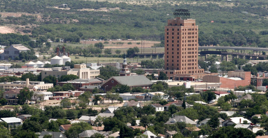 The 15-story Settles Hotel is shown June, 16, 2005, in Big Spring, Texas. The building had been vacant since the 1980s but a new owner planned to renovate the landmark. When it was built the hotel was the tallest building between El Paso and Fort Worth. (AP Photo/Odessa American, Joshua Scheide) Photo: JOSHUA SCHEIDE, AP / ODESSA AMERICAN