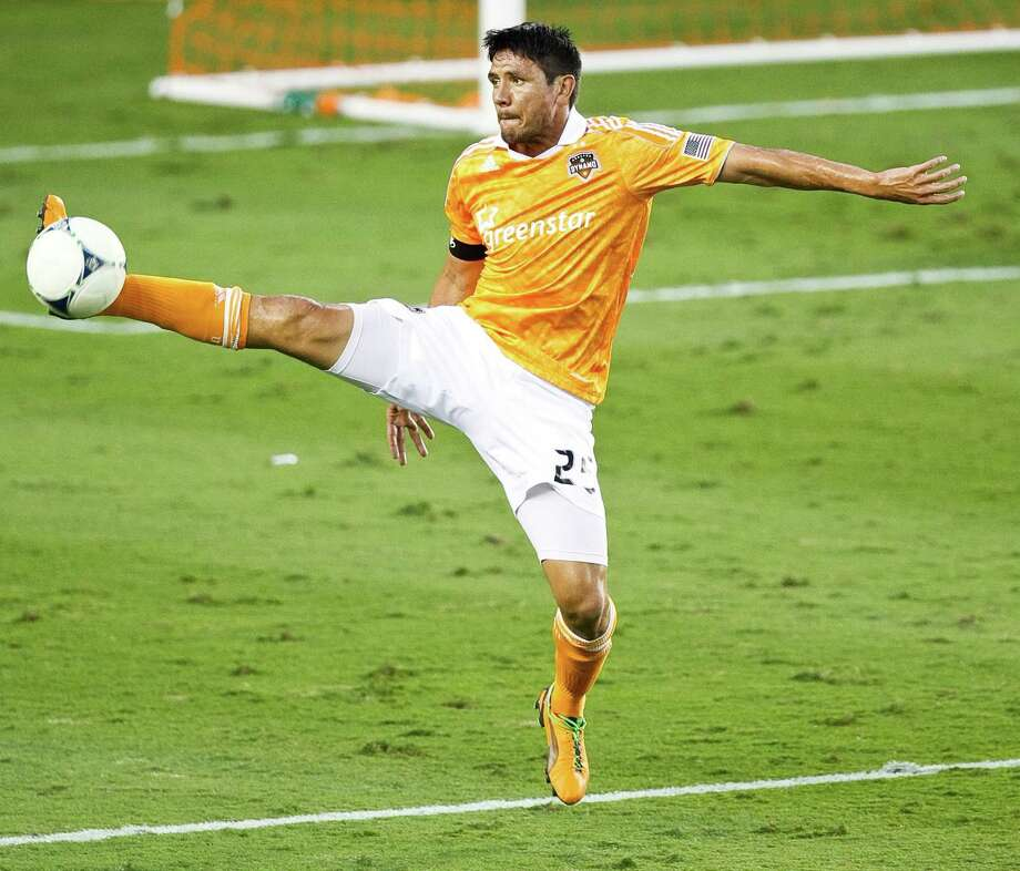 Brian Ching #25 of the Houston Dynamo stops a ball from advancing during the second half of a MLS playoff game against D.C. United, Sunday, Nov. 11, 2012,  in BBVA Compass Stadium in Houston. Photo: Nick De La Torre, Houston Chronicle / © 2012  Houston Chronicle