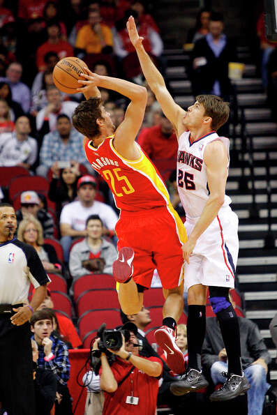 Dec. 31: Rockets 123, Hawks 104Kyle Korver of the Hawks defends Rockets forward