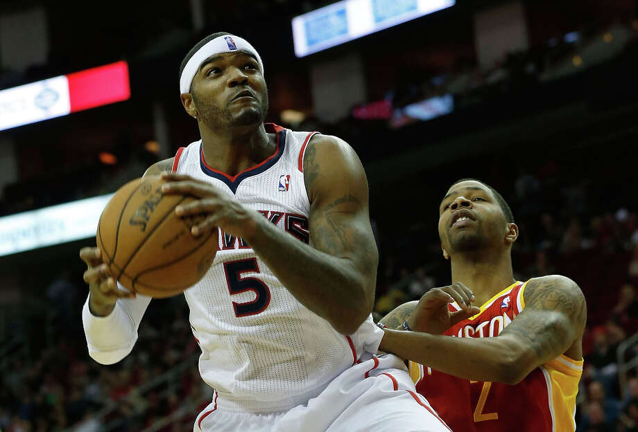 Hawks forward Josh Smith battles for the ball against Rockets forward Marcus Morris. Photo: Scott Halleran / 2012 Getty Images