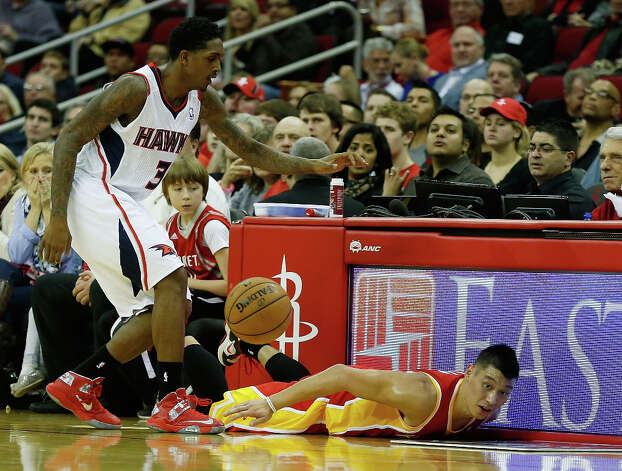 Hawks guard Lou Williams battles with Rockets guard Jeremy Lin for possession. Photo: Scott Halleran / 2012 Getty Images