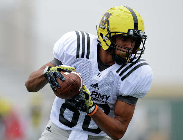 U.S. Army All-American Bowl West Team WR Corey Robinson (88) from San Antonio Christian in San Antonio, TX catches a pass during a U.S. Army All-American Bowl West Team practice at Comalander Stadium, Monday, December 31, 2012.  John Albright / Special to the Express-News. Photo: JOHN ALBRIGHT, Express-News / San Antonio Express-News