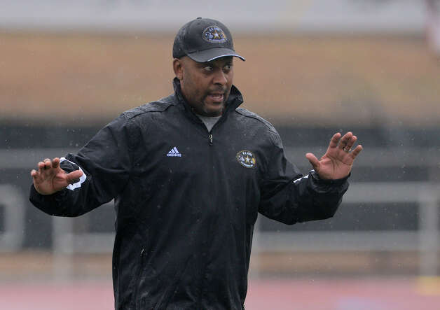 U.S. Army All-American Bowl West Team head coach Mike Jinks directs players during a U.S. Army All-American Bowl West Team practice at Comalander Stadium, Monday, December 31, 2012.  John Albright / Special to the Express-News. Photo: JOHN ALBRIGHT, Express-News / San Antonio Express-News