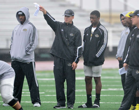 U.S. Army All-American Bowl West Team assistant coach Scott Lehnhoff directs players during a U.S. Army All-American Bowl West Team practice at Comalander Stadium, Monday, December 31, 2012.  John Albright / Special to the Express-News. Photo: JOHN ALBRIGHT, Express-News / San Antonio Express-News