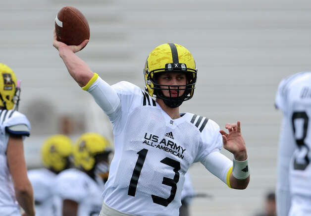 U.S. Army All-American Bowl West Team QB Max Browne (13) from Skyline High School in Issaquah, WA throws a pass during a U.S. Army All-American Bowl West Team practice at Comalander Stadium, Monday, December 31, 2012.  John Albright / Special to the Express-News. Photo: JOHN ALBRIGHT, Express-News / San Antonio Express-News