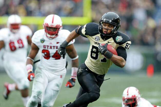 Franklin American Mortgage Music City Bowl, Dec. 31: Vanderbilt 38, North Carolina State 24; LP Field in Nashville, Tenn.; Payout: $1,837,500 PHOTO: Vanderbilt's Jordan Matthews heads toward the end zone for an 18-yard touchdown catch and run against North Carolina State during the Music City Bowl. Photo: Joe Robbins, Getty Images / 2012 Getty Images