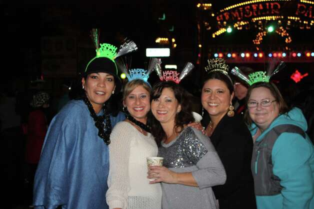 Revelers prepare to welcome 2013 during Celebrate San Antonio downtown on Dec. 31, 2012. Photo: Benjamin Olivo / MySA.com