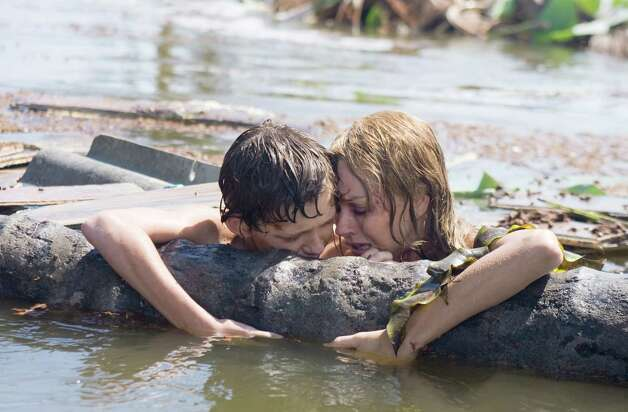 NAOMI WATTS and TOM HOLLAND star in THE IMPOSSIBLE Photo: Jose Haro, Summit Entertainment / ONLINE_YES