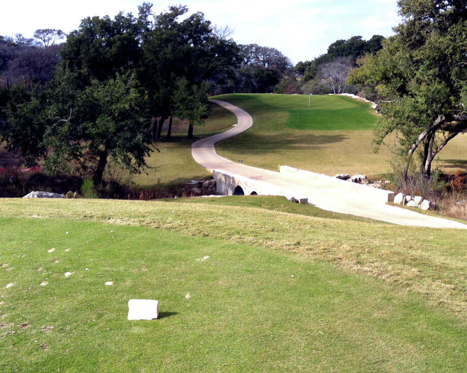 From the forward tees, No. 9 at Vaaler Creek Golf Club is not very intimidating, but from the back tees, it is easy to misjudge the obscured shot. Photo: LeAnna Kosub, San Antonio Express-News