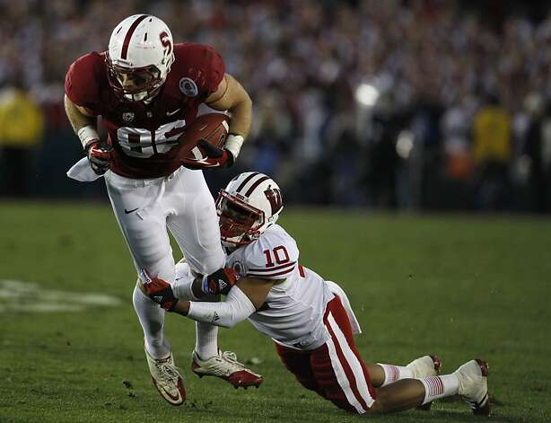 Tight end Zach Ertz fights for yardage against Wisconsin's Devin Smith in the 4th quarter of the Rose Bowl in Pasadena, Calif. on Tuesday, Jan. 1, 2013. Photo: Paul Chinn, The Chronicle
