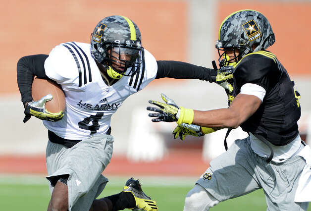 U.S. Army All-American Bowl East Team RB Taquan Mizzell (4) from Bayside High School in Virginia Beach, VA gets past U.S. Army All-American Bowl East Team DB Tray Matthews (28) from Newnan High School in Newnan, GA during a U.S. Army All-American Bowl East Team practice at Heroes Stadium, Tuesday, January 1, 2013. Photo: John Albright,  For The Express-News / San Antonio Express-News