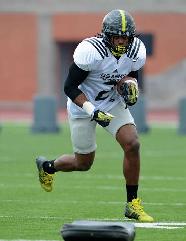 U.S. Army All-American Bowl East Team RB Derrick Henry (2) from Yulee High School in Yulee, FL runs with the ball during a U.S. Army All-American Bowl East Team practice at Heroes Stadium, Tuesday, January 1, 2013. Photo: John Albright,  For The Express-News / San Antonio Express-News