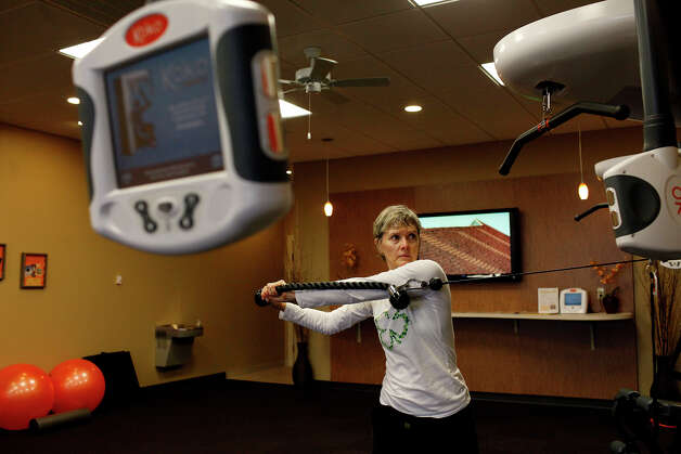 "Stephanie Lyons works out at Koko FitClub in San Antonio on Wednesday, Dec. 19, 2012. ""I don't have to think about anything,"" Lyons says of the different programs that lead her through her workouts. Photo: Lisa Krantz, San Antonio Express-News / © 2012 San Antonio Express-News"