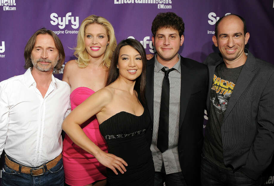 SAN DIEGO - JULY 24:  (L-R) Actor Robert Carlyle, actresses Alaina Huffman, Ming-Na, actor David Blue and SGU Stargate Universe show creator Robert Cooper attend the EW and SyFy party during Comic-Con 2010 (Photo by Michael Buckner/Getty Images for EW) Photo: Michael Buckner, Getty Images For EW / 2010 Getty Images