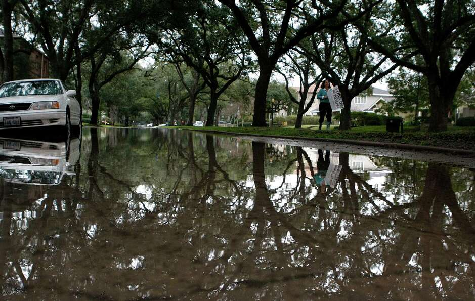 Water floods North Blvd. between Woodhead and Hazard Streets Wednesday, Jan. 2, 2013, in Houston. Re