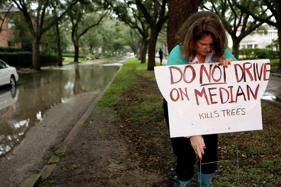 Resident Mary Flood Nugent said that she is concerned for the livelihood of the live oak trees that line the road because of flooding from a water main break along North Blvd. between Woodhead and Hazard Streets so she placed a sign warning drivers not do drive over the median. Photo: Johnny Hanson, Houston Chronicle / © 2012  Houston Chronicle