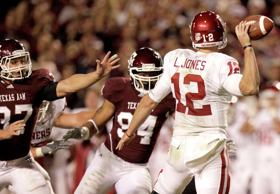 A&M defensive end Damontre Moore, left, and OU quarterback Landry Jones will renew acquaintances after meeting the last two seasons in Big 12 games. Photo: Julio Cortez, Staff / Houston Chronicle