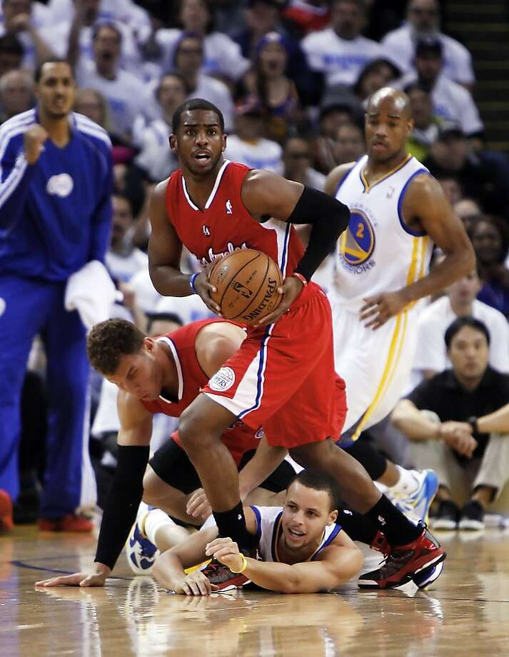 Chris Paul manages to get the ball away from Stephen Curry in the third quarter. The Warriors played the Los Angeles Clippers at Oracle Arena in Oakland, Calif., on Wednesday, January 2, 2013. Photo: Carlos Avila Gonzalez, The Chronicle