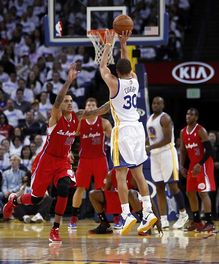Stephen Curry puts up a shot in the second half of the game. Curry led the Warriors with 31 points as they defeated the Clippers 115-94. The Warriors played the Los Angeles Clippers at Oracle Arena in Oakland, Calif., on Wednesday, January 2, 2013. Photo: Carlos Avila Gonzalez, The Chronicle
