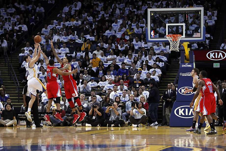 Klay Thompson puts up a shot in the fourth quarter of the game. The Warriors played the Los Angeles Clippers at Oracle Arena in Oakland, Calif., on Wednesday, January 2, 2013. Photo: Carlos Avila Gonzalez, The Chronicle