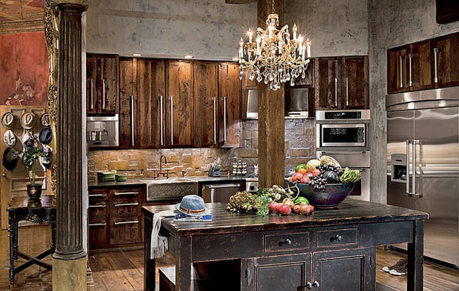 Masculine, vaguely medieval style for Gerard Butler. Photo via Home Bunch blog and Architectural Digest. Photo: Durston Saylor / ©Durston Saylor '09