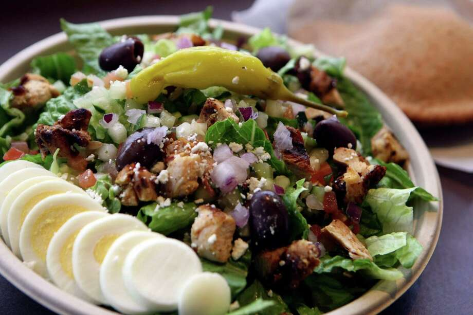 Greek salad with chicken shwarma from Garbanzo, a fast-casual chain that's new to the San Antonio area. Photo: Helen L. Montoya, SAN ANTONIO EXPRESS-NEWS / SAN ANTONIO EXPRESS-NEWS