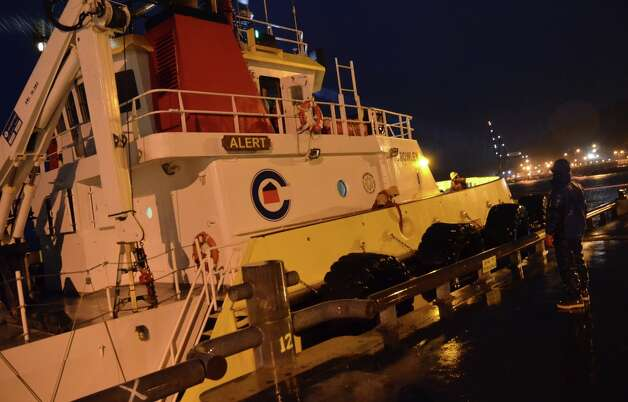 The Crowley Marine tugboat Alert ties up at Pier 2 in    3977899