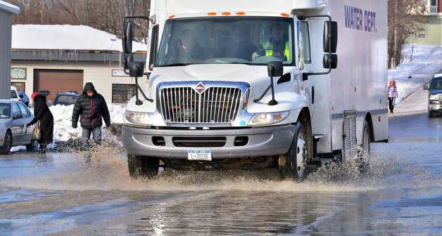 A Cohoes Water Dept. truck responds to a ruptured water pipe at the Roulier Heights Apartments Thursday Jan. 3, 2013.  (John Carl D'Annibale / Times Union) Photo: John Carl D'Annibale / 00020650A