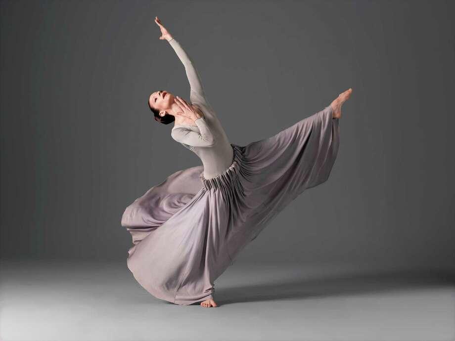 Martha Graham Dance Company Herodiade Elizabeth Auclair Photo by John Deane c. / ©2004 John Deane