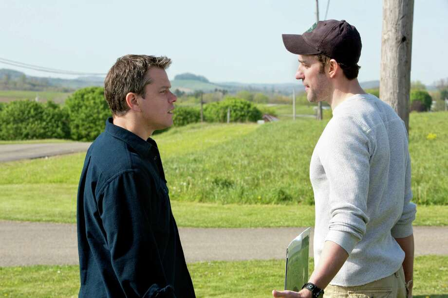 (l to r) Matt Damon stars as Steve Butker and John Krasinski stars as Dustin Noble in Gus Van Sant's Promised Land, a Focus Features release.  Credit: Scott Green Photo: Scott Green / ©Focus Features