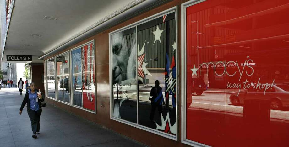 The store on Main St. in downtown Houston in 2006, as shoppers get ready for Macy's . Photo: Carlos Antonio Rios, Houston Chronicle / Houston Chronicle