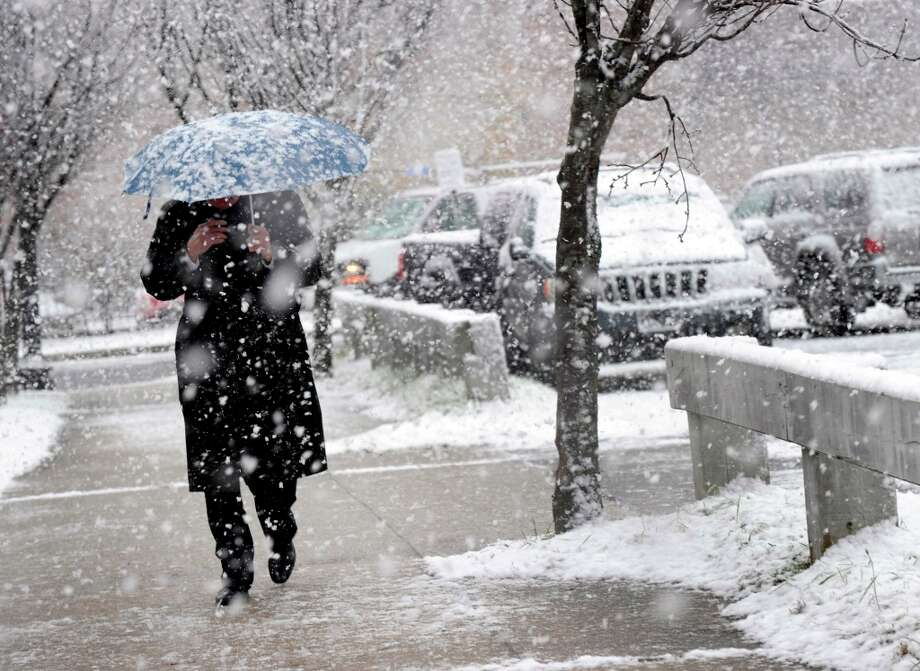 A man walks on Patriot Dive in Danbury during the afternoon snow, Wednesday, Nov. 7, 2012. Photo: Carol Kaliff / The News-Times