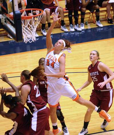 Lyndi Thorman of UTSA shoots against NMSU during Western Athletic Conference action at the UTSA Convocation Center on Thursday, Jan. 3, 2013. Photo: Billy Calzada, Express-News / SAN ANTONIO EXPRESS-NEWS