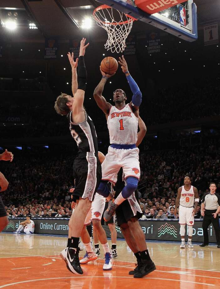 Amar'e Stoudemire (1) of the Knicks scores in the first quarter against the Spurs on Jan. 3, 2013 in New York City. Photo: Bruce Bennett, Getty Images / 2013 Getty Images