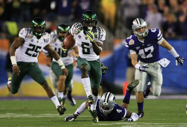 GLENDALE, AZ - JANUARY 03:  De'Anthony Thomas #6 of the Oregon Ducks returns the opening kickoff for a touchdown against the Kansas State Wildcats during the Tostitos Fiesta Bowl at University of Phoenix Stadium on January 3, 2013 in Glendale, Arizona.  (Photo by Doug Pensinger/Getty Images) Photo: Doug Pensinger