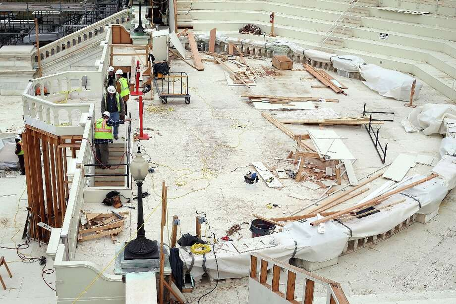 WASHINGTON, DC - DECEMBER 11:  Construction workers continue to build the Inaugural platform December 11, 2012 on Capitol Hill in Washington, DC. President Barack Obama will be sworn in for his second term as the President of the United States during a private ceremony on January 20 and a public ceremony on January 21, 2013. Photo: Alex Wong, Getty Images / 2012 Getty Images