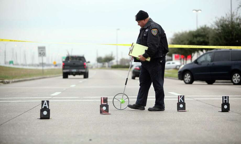 HPD investigates the scene where a Harris County deputy constable opened fire, in the intersection of Beltway 8 and Blackhawk Blvd., on a suspect following a chase in southeast Houston early Friday morning on Friday, Jan. 4, 2013, in Houston.  The Photo: Mayra Beltran, Houston Chronicle / © 2012 Houston Chronicle