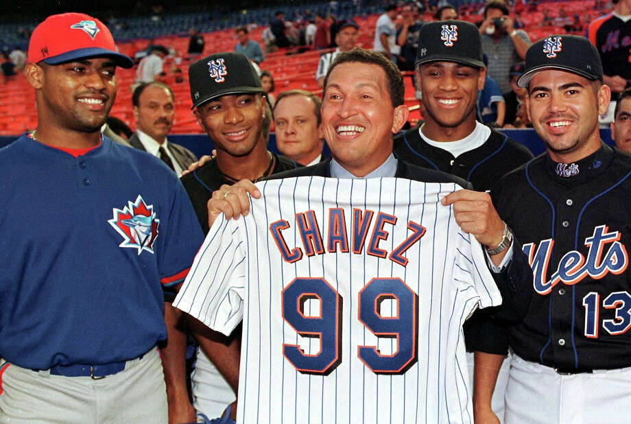 Venezuelan President Hugo Chavez poses with Venezuelan Major League Baseball players (L-R) Kelvim Escobar of the Toronto Blue Jays and New York Mets players Melvin Mora, Roger Cedeno and Edgardo Alfonso 09 June, 1999 before the Mets game against the Blue Jays at Shea Stadium in Flushing, NY. Chavez threw out the ceremonial first pitch at the beginning of the game. Photo: MATT CAMPBELL, AFP/Getty Images / AFP