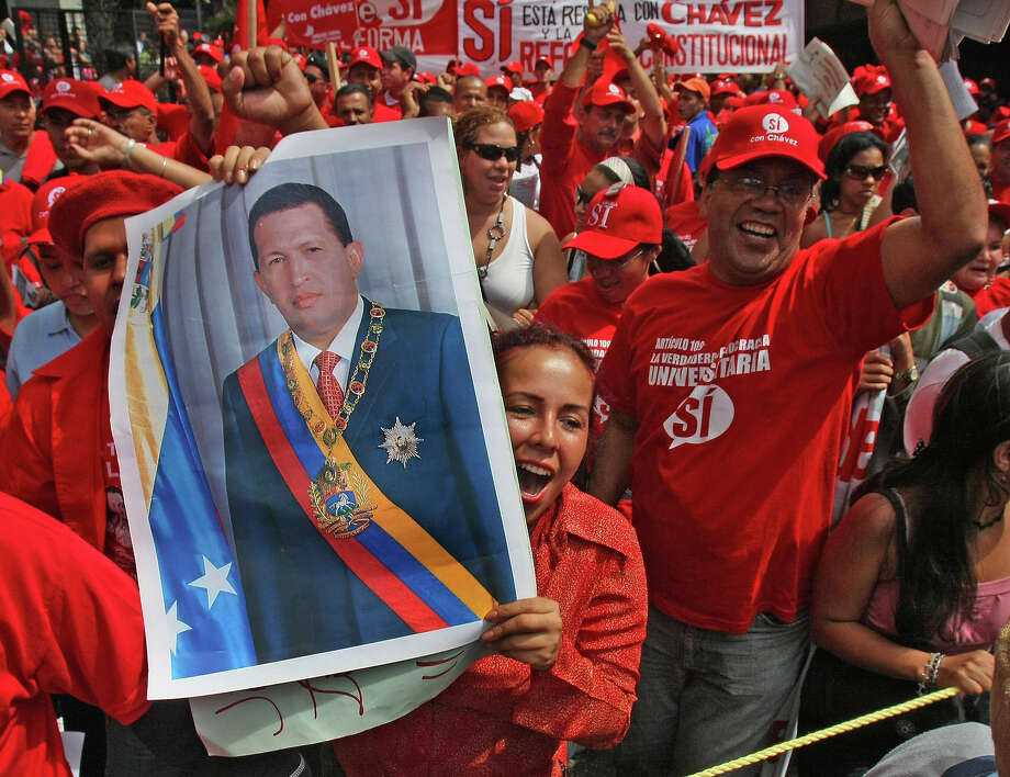 Venezuelan pro-Chavez students stand a demonstration supporting the constitutional reform promoted the Venezuelan president 14 November, 2007 in Caracas. Photo: JUAN BARRETO, AFP/Getty Images / 2007 AFP