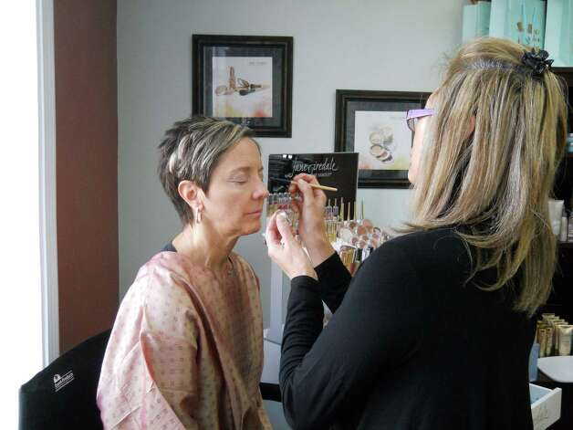 Inson uses Jane Iredale mineral makeup to get Patti ready for her photo shoot. Photo: Rebecca Haynes / Healthy Life