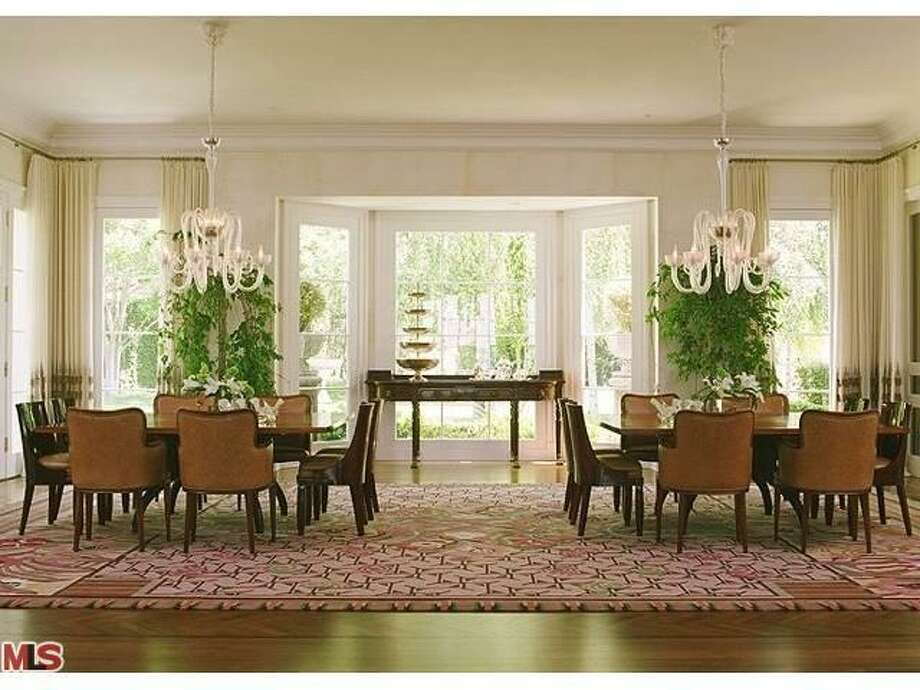 Large dining area can entertain multiple guests (Redfin.com)