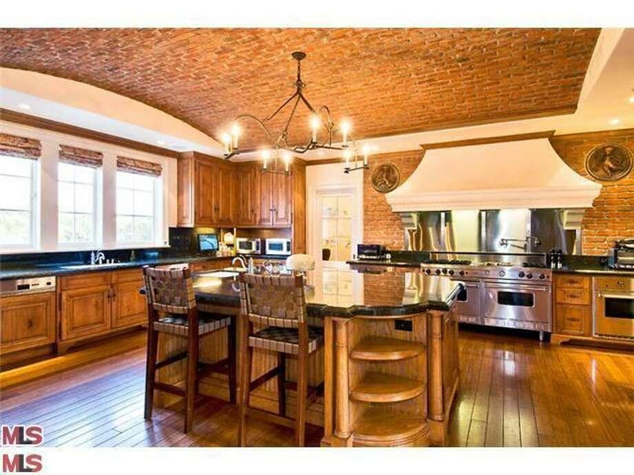 Kitchen (Redfin.com)