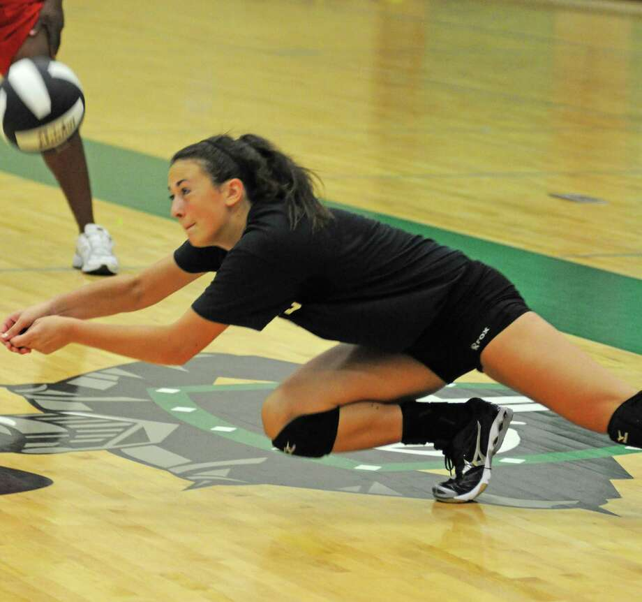 Alyssa EnnekingMiddle blocker/outside hitter, Clear Falls Photo: L. Scott Hainline, The Chronicle / The Chronicle