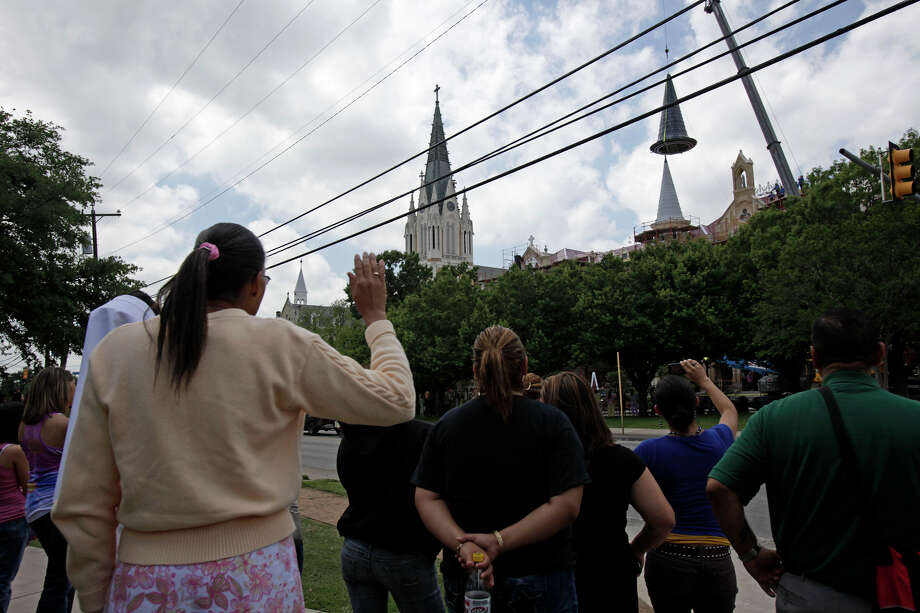 Students and personnel watch as Our Lady of the Lake University replaces an iconic spire, Wednesday, April 21, 2010. The spire was destroyed during the massive fire that struck the historic Main Building in May of 2008. JERRY LARA/glara@express-news.net Photo: JERRY LARA, Express-News / glara@express-news.net