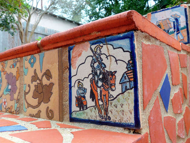 A tile representing Don Quixote on the steps to the swimming pool of this home on Grant Avenue in Alamo Heights. Photo: Billy Calzada, San Antonio Express-News / SAN ANTONIO EXPRESS-NEWS
