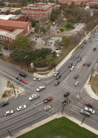 With the University of the Incarnate Word in the background, Broadway St. (lower left to upper right) and Hildebrand intersect. Photo: Robin Jerstad, Express-News / San Antonio Express-News