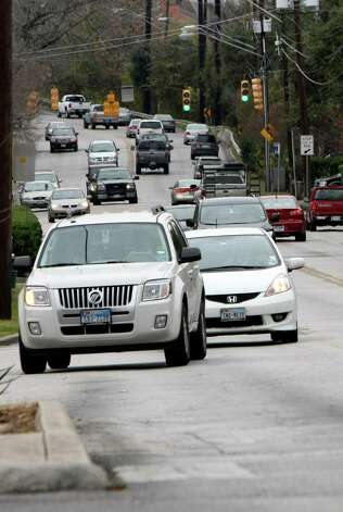 Traffic moves east on Hildebrand near Broadway on Wednesday Jan. 2, 2013 Photo: Helen L. Montoya, Express-News / ©SAN ANTONIO EXPRESS-NEWS